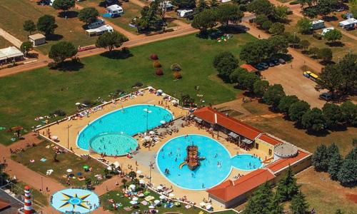 vue aerienne sur la piscine