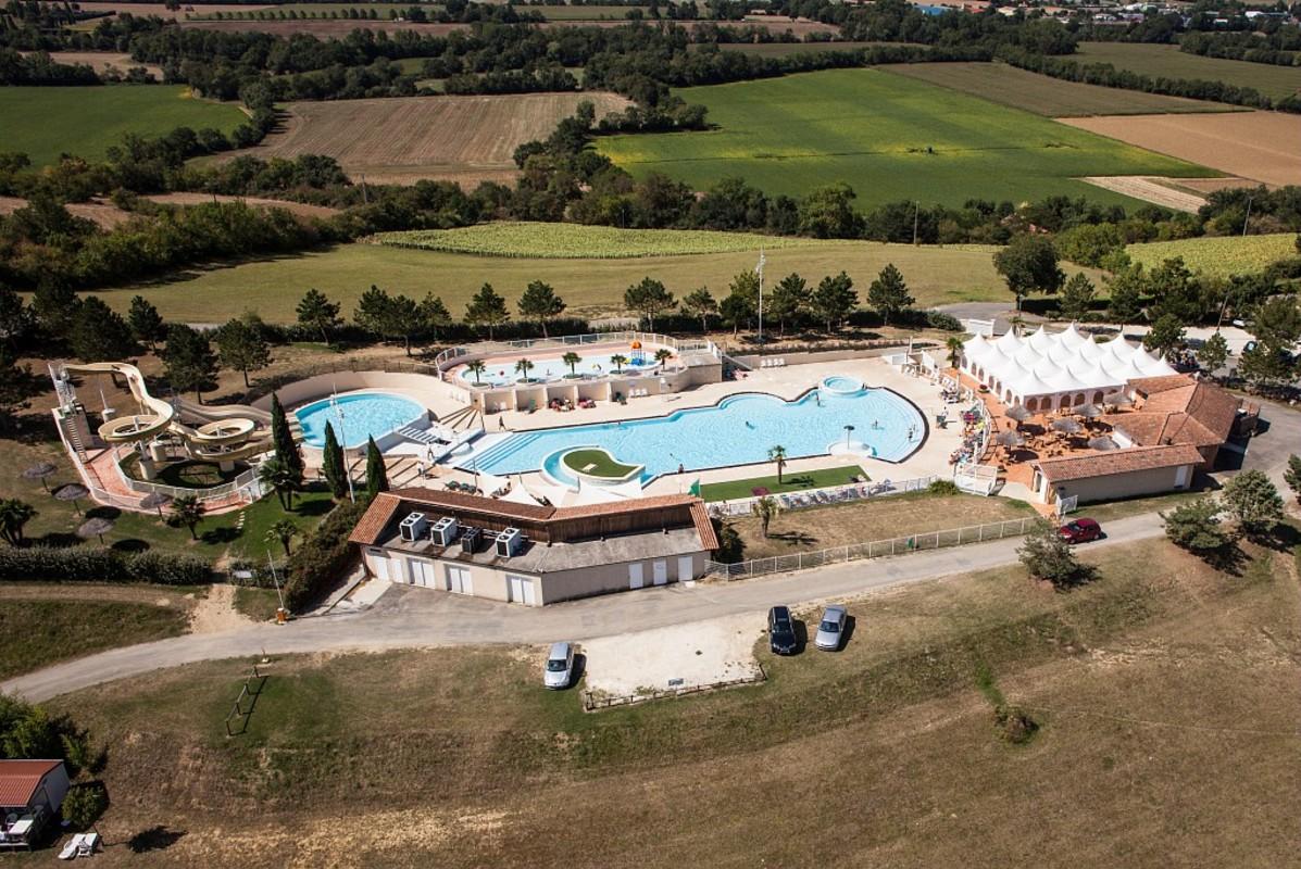 Les plus beaux campings avec piscine et parc aquatique en for Camping lac leman avec piscine