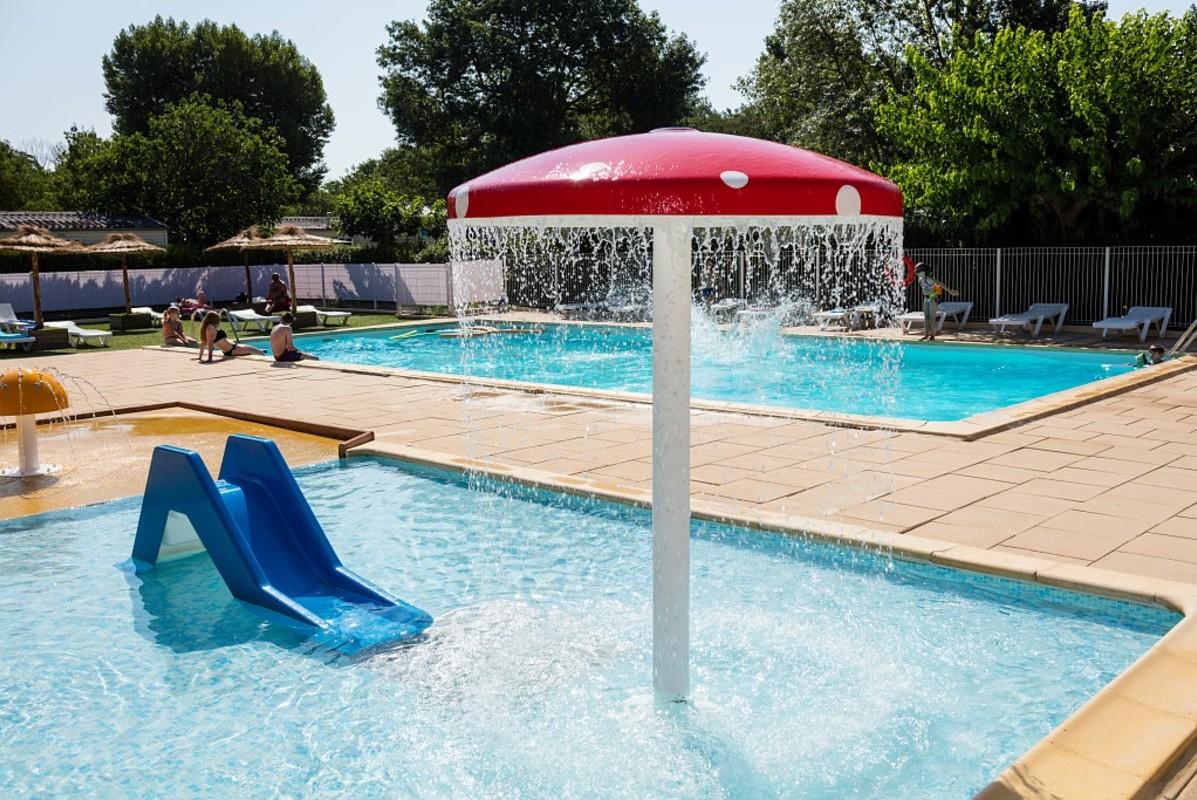 Les plus beaux campings avec piscine et parc aquatique en for Piscine de camping