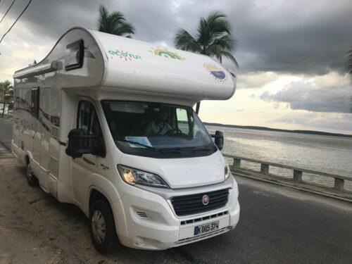 camping-car à Cuba en bord de mer